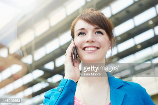 young woman smiling talking on mobile phone : Stock-Foto