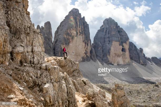 3 高岩峰とは異なり岩の上に立っている若い女性。