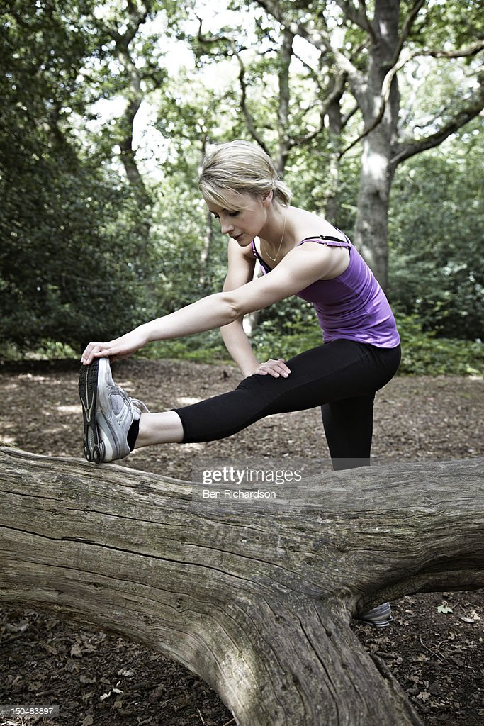 Young woman stretching dureing exercise : Stock Photo