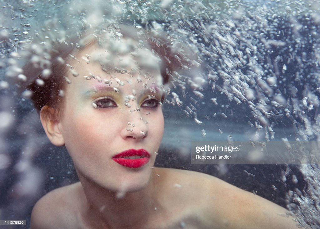Young woman under water with bubbles : Stock-Foto