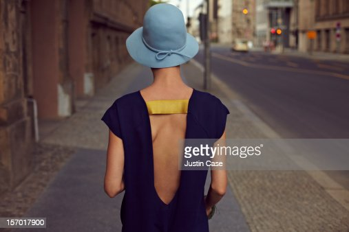 A young woman walking through the city : Photo