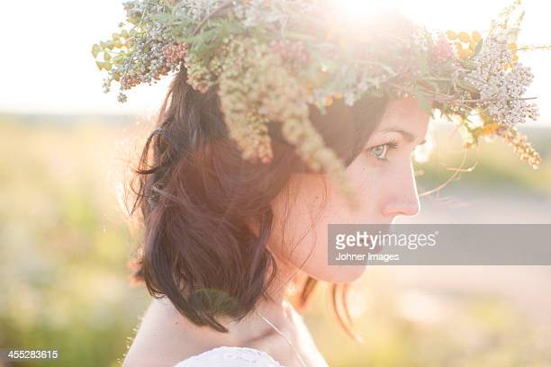 Young woman wearing flower wreath