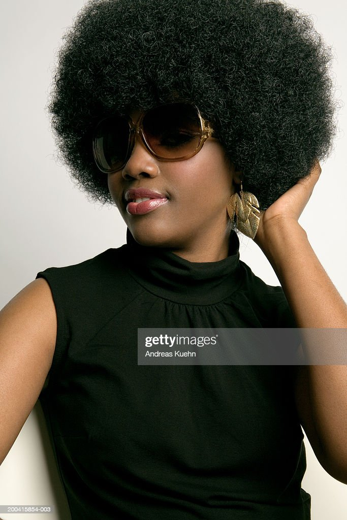 Young woman wearing sunglasses, close-up : Stock Photo