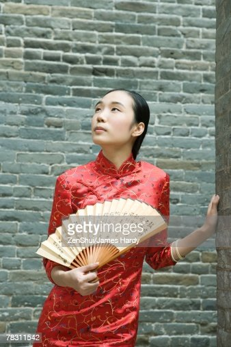 Young woman wearing traditional Chinese clothing, holding fan