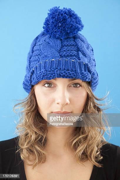 Jeune femme avec Chapeau bleu