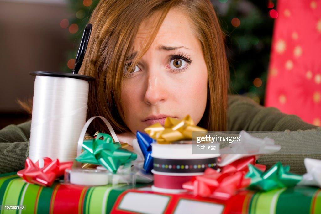 Giovane donna con regalo di Natale : Foto stock