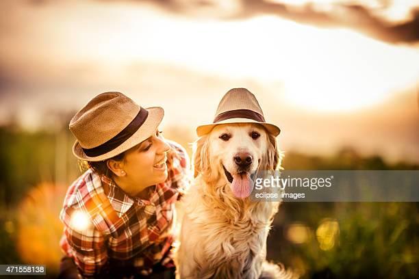 Jeune femme avec chien