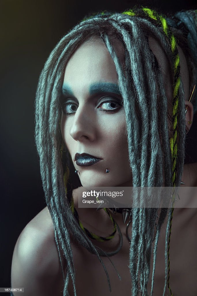 Young woman with dreadlocks : Stockfoto