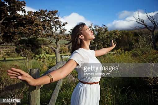 Young woman with eyes closed in sunlight : Foto de stock