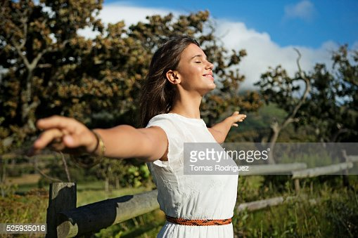 Young woman with eyes closed in sunlight : ストックフォト