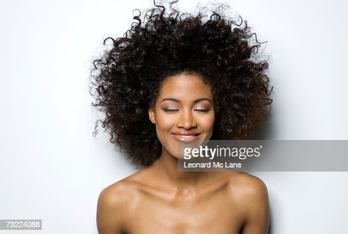 Young woman with eyes closed, smiling, close-up : Stock-Foto