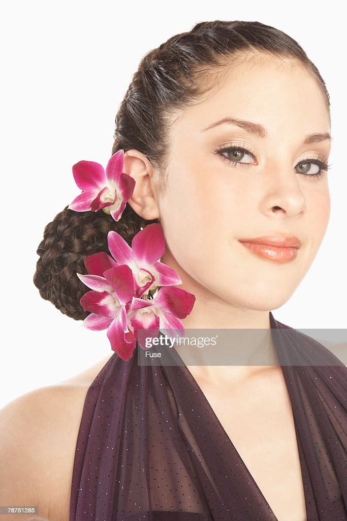 flower in her hair - photo #40