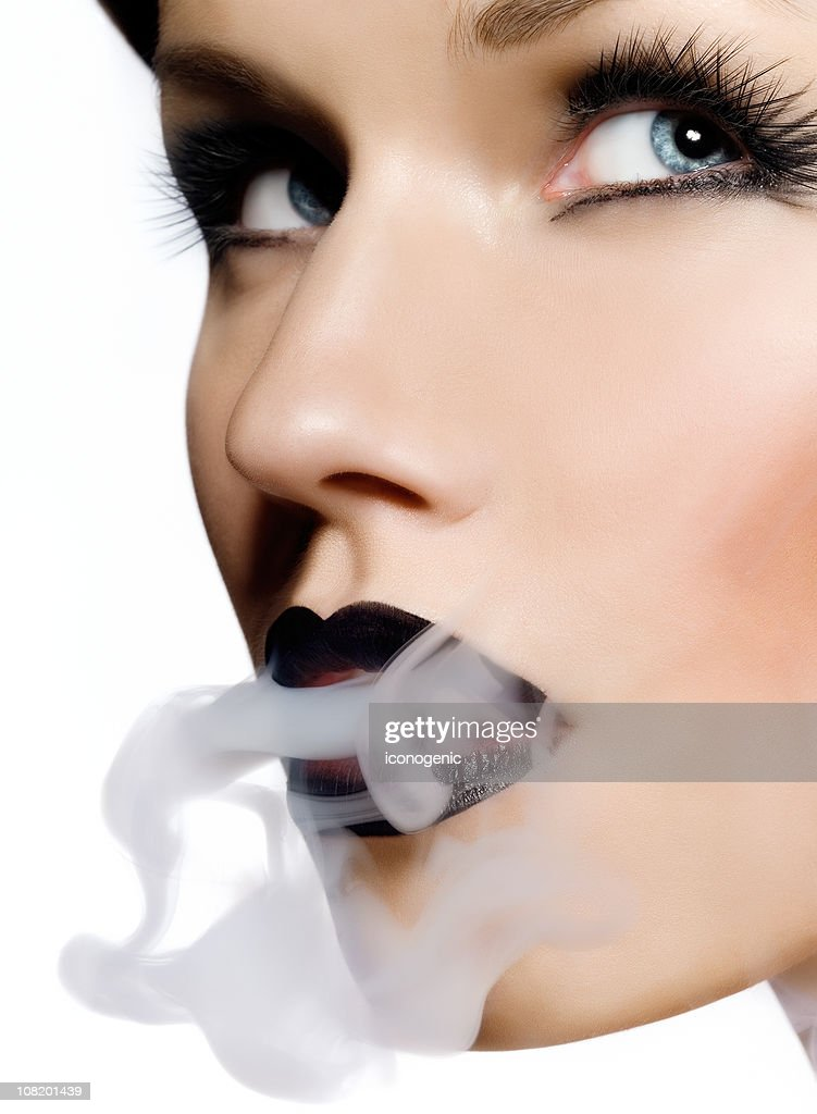 meeting black woman who smoke cigarettes In 1950s america cigarette smoking was the epitome of cool and glamour hollywood icons such as james dean and humphrey bogart were never without one.