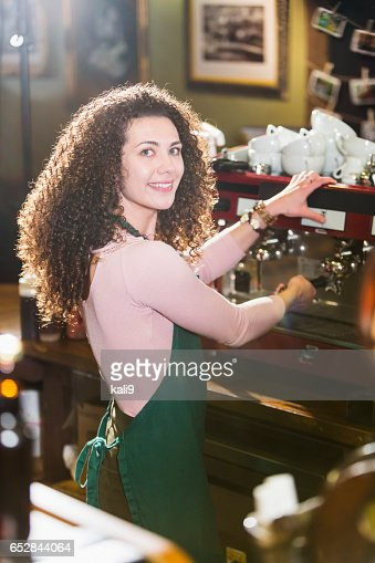 Young woman working as barista at coffee shop : Stockfoto