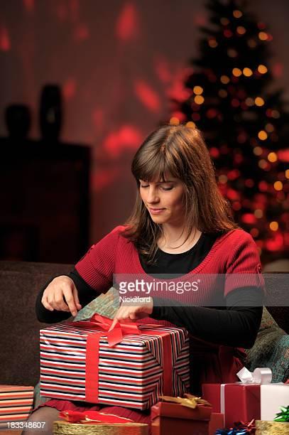 Jovem mulher Natal apresenta enrolar