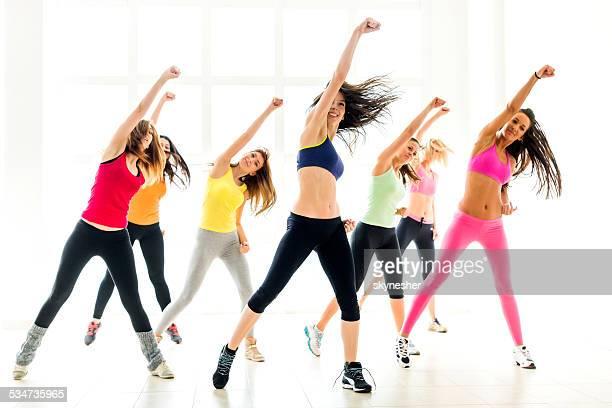 Jeunes femmes de danse.