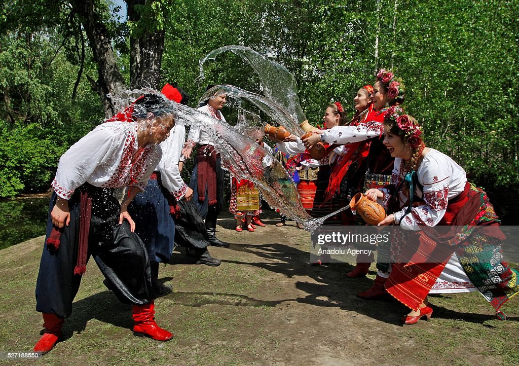 Young women in Ukrainian traditional clothes pour water on the men during folk Easter Tradition of pouring water called 'Pouring Monday' in open air Cossack village 'Mamaeva Sloboda', Ukraine,on May 02, 2016. The tradition of pouring water when single guys pour unmarried girls by water is celebrated on the first Monday after Orthodox Easter. Vladimir Shtanko / Anadolu Agency