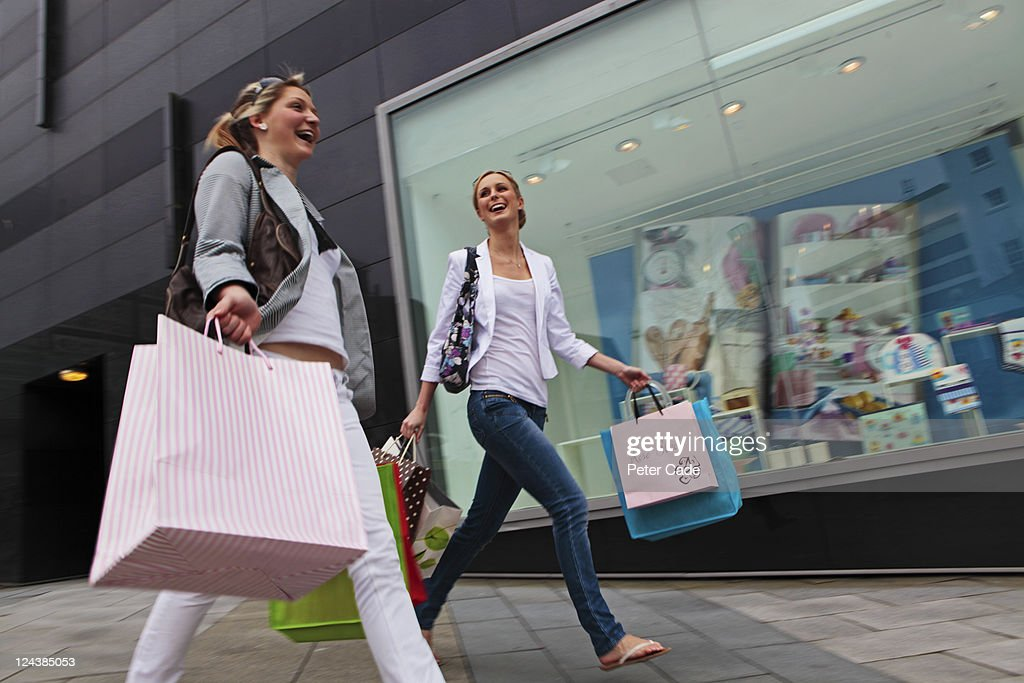 young women shopping : Stock Photo