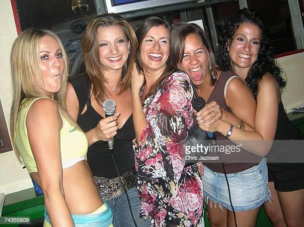 Karaoke Bar Stock Fotos Und Bilder Getty Images