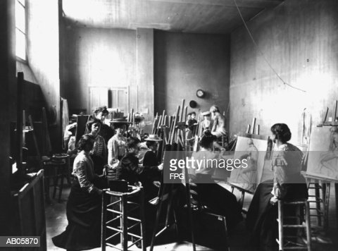 Young women sketching naked man in art class (B&W) : Stock Photo