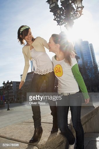 Young women walking together : Bildbanksbilder
