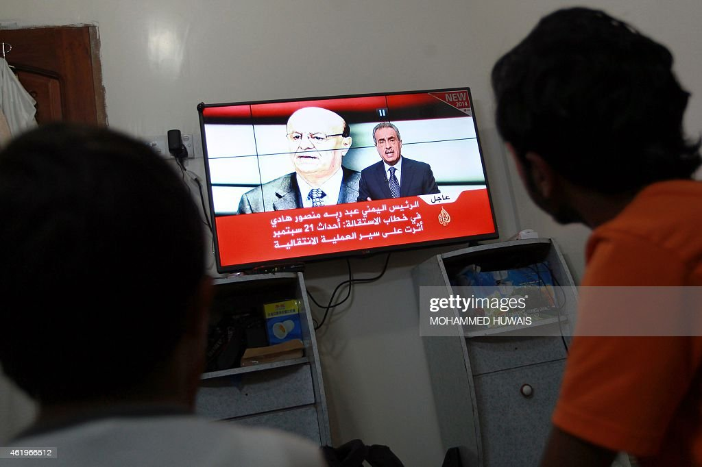 Young Yemenis watch a news chanel as Yemeni leader Abdrabuh Mansur Hadi is displayed on the screen on January 22, 2015 in the capital Sanaa. Yemeni leader Abdrabuh Mansur Hadi offered to resign amid a standoff with a powerful Shiite militia in control of the capital, throwing his country deeper into political turmoil. AFP PHOTO / MOHAMMED HUWAIS