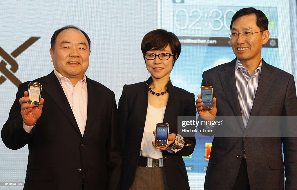 Younghee Lee (C) Executive Vice president, Global Marketing Mobile communication Business Samsung, BD Park (R) President & CEO South West Asia and Hung Sik Cho (L) Senior president south-west Asia product Marketing group pose with Samsung REX new series smart feature phones on February 14, 2013 in New Delhi, India. Priced between Rs 4,000-6,500, the new series is aimed at taking on rival Nokia's Asha series.