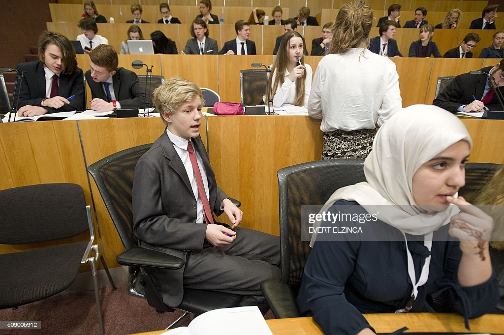 Youngsters takes part in the annual conference of the European Youth Parliament (EYP) in the council chamber of the Amsterdam City Hall on February 8, 2016 in Amsterdam. - Netherlands out - / AFP / ANP / Evert Elzinga / Netherlands OUT