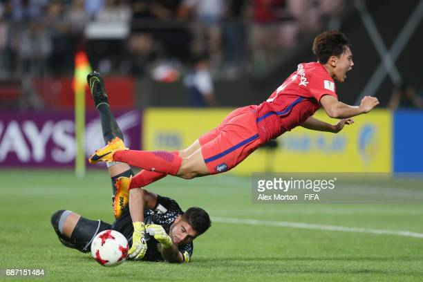 Youngwook Cho of Korea and Franco Petroli of Argentina during the FIFA U20 World Cup Korea Republic 2017 group A match between Korea Republic and...