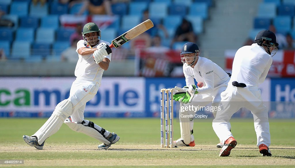 <a gi-track='captionPersonalityLinkClicked' href=/galleries/search?phrase=Younis+Khan&family=editorial&specificpeople=585162 ng-click='$event.stopPropagation()'>Younis Khan</a> of Pakistan bats during day three of the 2nd test match between Pakistan and England at Dubai Cricket Stadium on October 24, 2015 in Dubai, United Arab Emirates.