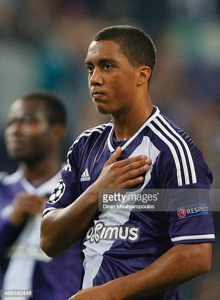 Youri Tielemans of Anderlecht acknowledges the crowd after the UEFA Champions League Group D match between RSC Anderlecht and Borussia Dortmund at...