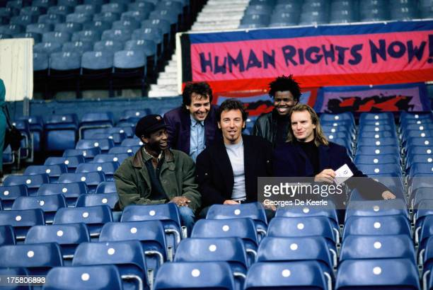 Youssou N'Dour Peter Gabriel Bruce Springsteen Tracy Chapman and Sting pose prior to the 'Human Rights Now' concert in aid of Amnesty International...