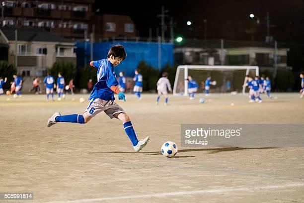 東京の若者、日本のサッカー選手