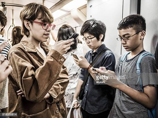 Jugendliche mit Handy Bangkok