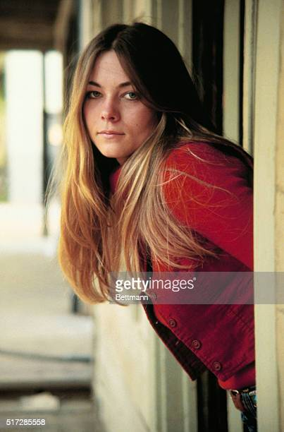Youthful Theresa Russell has the costarring role of Jenny the romantic lead opposite Dustin Hoffman Warner Bros a Warner Communications Company and...