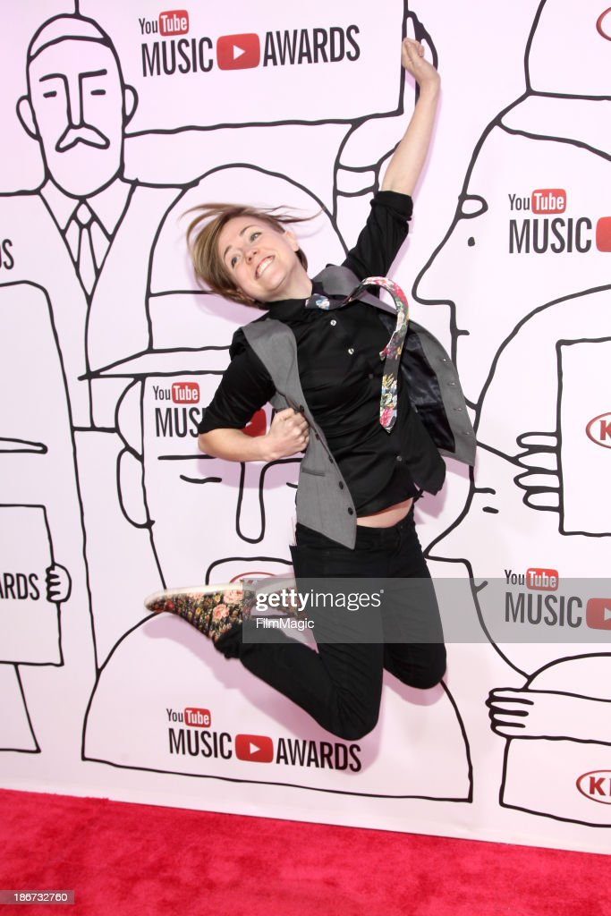 YouTube personality Hannah Hart attends the YouTube Music Awards 2013 on November 3, 2013 in New York City.