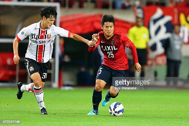 Yssushi Endo of Kashima Antlers and Park Yongwoo of FC Seoul compete for the ball during the AFC Champions League Group H match between Kashima...