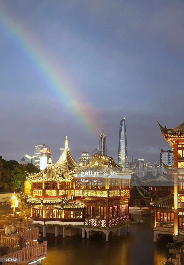 Yu Gardens, and distant modern skyline, Shanghai : Stock Photo
