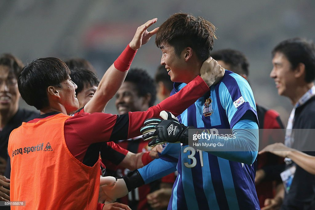 Yu Sang-Hun of FC Seoul celebrates with team mates after winning the penalty shootout during the AFC Champions League Round Of 16 match between FC Seoul and Urawa Red Diamonds at Seoul World Cup Stadium on May 25, 2016 in Seoul, South Korea.