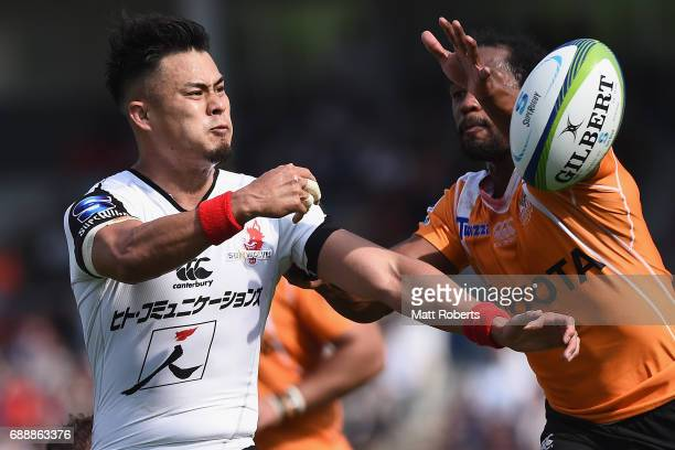 Yu Tamura of the Sunwolves passes the ball under pressure during the Super Rugby Rd 14 match between Sunwolves and Cheetahs at Prince Chichibu...