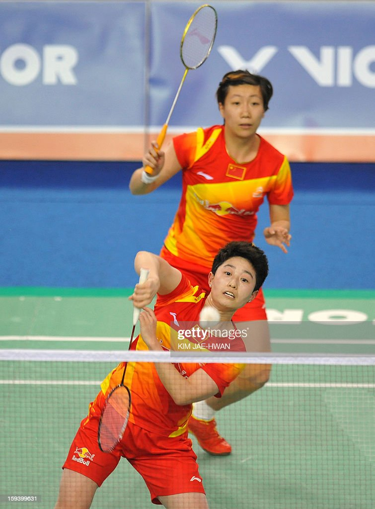 Yu Yang (front) and Wang Xiaoli (back) of China play a shot in their women's doubles badminton match against Ma Jin and Tang Jinhua of China during the finals of the Korea Open at Seoul on January 13, 2013. Yu Yang and Wang Xiaoli won the match 21-17, 21-13.