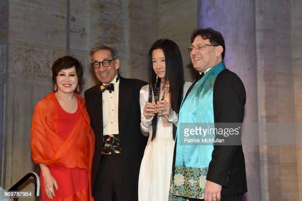 YueSai Kan Chien Chung Pei Vera Wang and James Heimowitz attend China Institute 2017 Blue Cloud Gala at Cipriani 25 Broadway on November 2 2017 in...