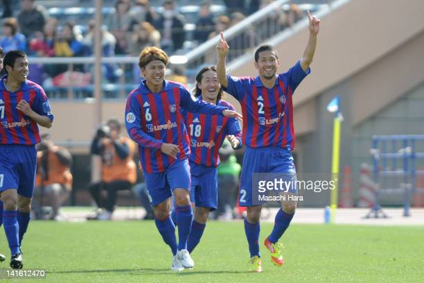 Yuhei Tokunaga of FC Tokyo celebrates the first goal during the AFC Champions League group F match between FC Tokyo and Ulsan Hyndai at the National...