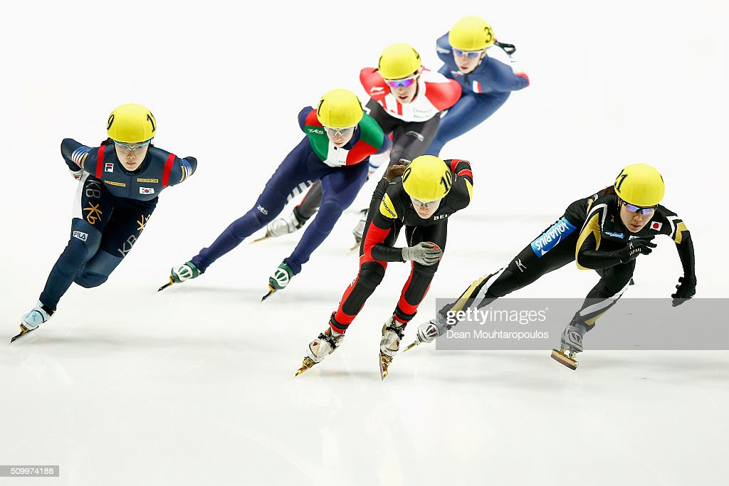 <a gi-track='captionPersonalityLinkClicked' href=/galleries/search?phrase=Yui+Sakai&family=editorial&specificpeople=6521438 ng-click='$event.stopPropagation()'>Yui Sakai</a> (R) of Japan competes in the 1500m Womens Heat during ISU Short Track Speed Skating World Cup held at The Sportboulevard on February 13, 2016 in Dordrecht, Netherlands.
