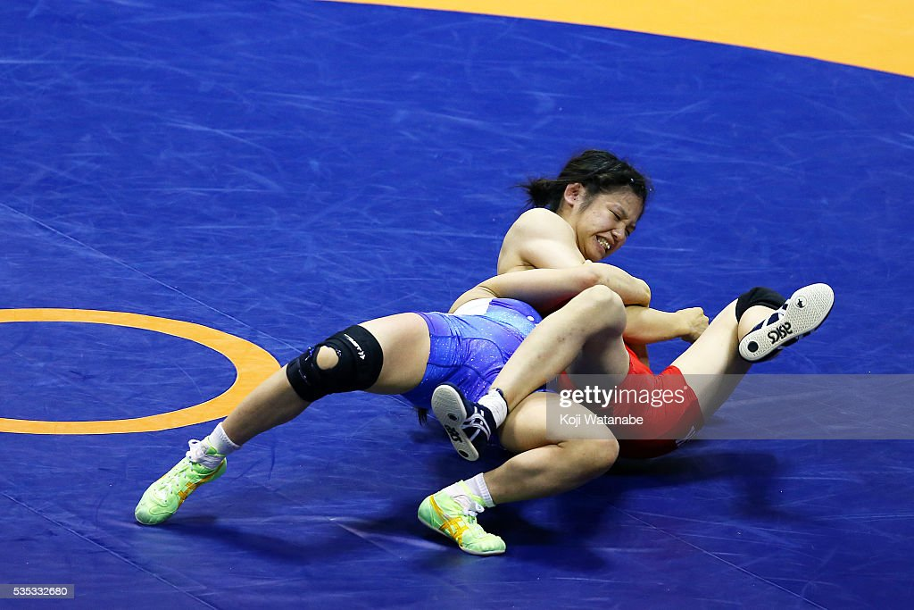 Yui Suzaki (blue) competes in the Women's 48kg freestyle semi final match against Miho Igarashi (red) during the All Japan Wrestling Championships at Yoyogi National Gymnasium on May 29, 2016 in Tokyo, Japan.