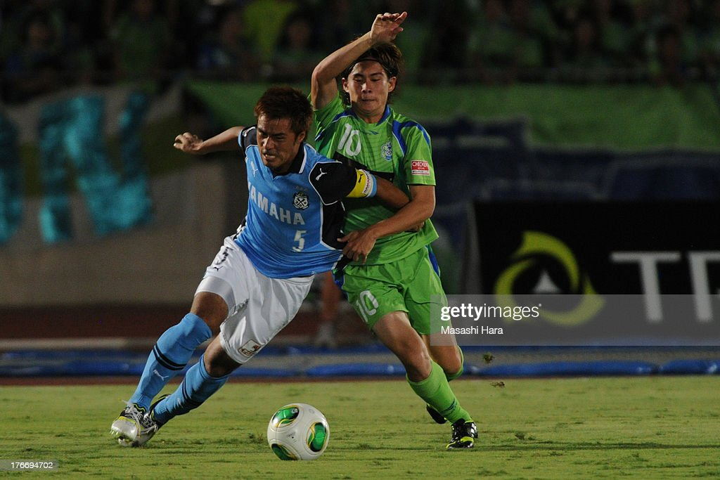 <a gi-track='captionPersonalityLinkClicked' href=/galleries/search?phrase=Yuichi+Komano&family=editorial&specificpeople=560530 ng-click='$event.stopPropagation()'>Yuichi Komano</a> #5 of Jubilo Iwata (L) and Daisuke Kikuchi #10 of Shonan Bellmare compete for the ball during the J.League match between Shonan Bellmare and Jubilo Iwata at BMW Stadium Hiratsuka on August 17, 2013 in Hiratsuka, Kanagawa, Japan.