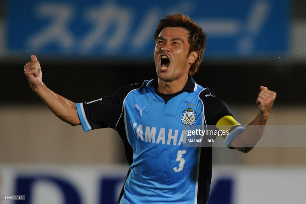 <a gi-track='captionPersonalityLinkClicked' href=/galleries/search?phrase=Yuichi+Komano&family=editorial&specificpeople=560530 ng-click='$event.stopPropagation()'>Yuichi Komano</a> #5 of Jubilo Iwata celebrates the first goal during the J.League match between Shonan Bellmare and Jubilo Iwata at BMW Stadium Hiratsuka on August 17, 2013 in Hiratsuka, Kanagawa, Japan.