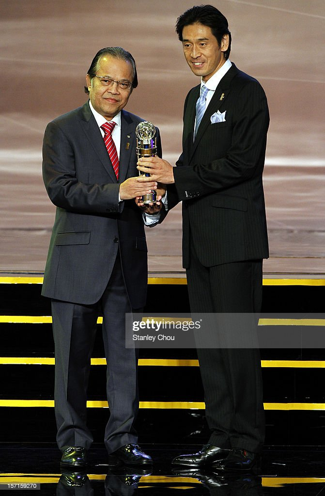 <a gi-track='captionPersonalityLinkClicked' href=/galleries/search?phrase=Yuichi+Nishimura&family=editorial&specificpeople=5759874 ng-click='$event.stopPropagation()'>Yuichi Nishimura</a> (R) of Japan receives The 2012 AFC Referee of the Year Award from Dato' Worawi Makudi, FIFA Executive Committee member, during the 2012 AFC Annual Awards at the Mandarin Oriental Hotel on November 29, 2012 in Kuala Lumpur, Malaysia.