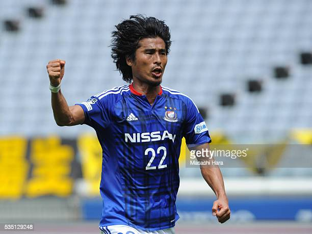 Yuji Nakazawa of Yokohama FMarinos celebrates the first goal during the JLeague match between Yokohama FMarinos and Kashiwa Reysol at the Nissan...