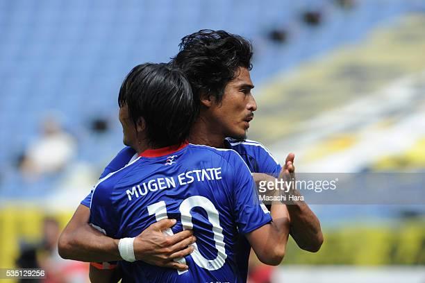 Yuji Nakazawa of Yokohama FMarinos celebrates the first goal during the JLeague match between Yokohama FMarinos and Kashiwa Reysol at the Nissan...